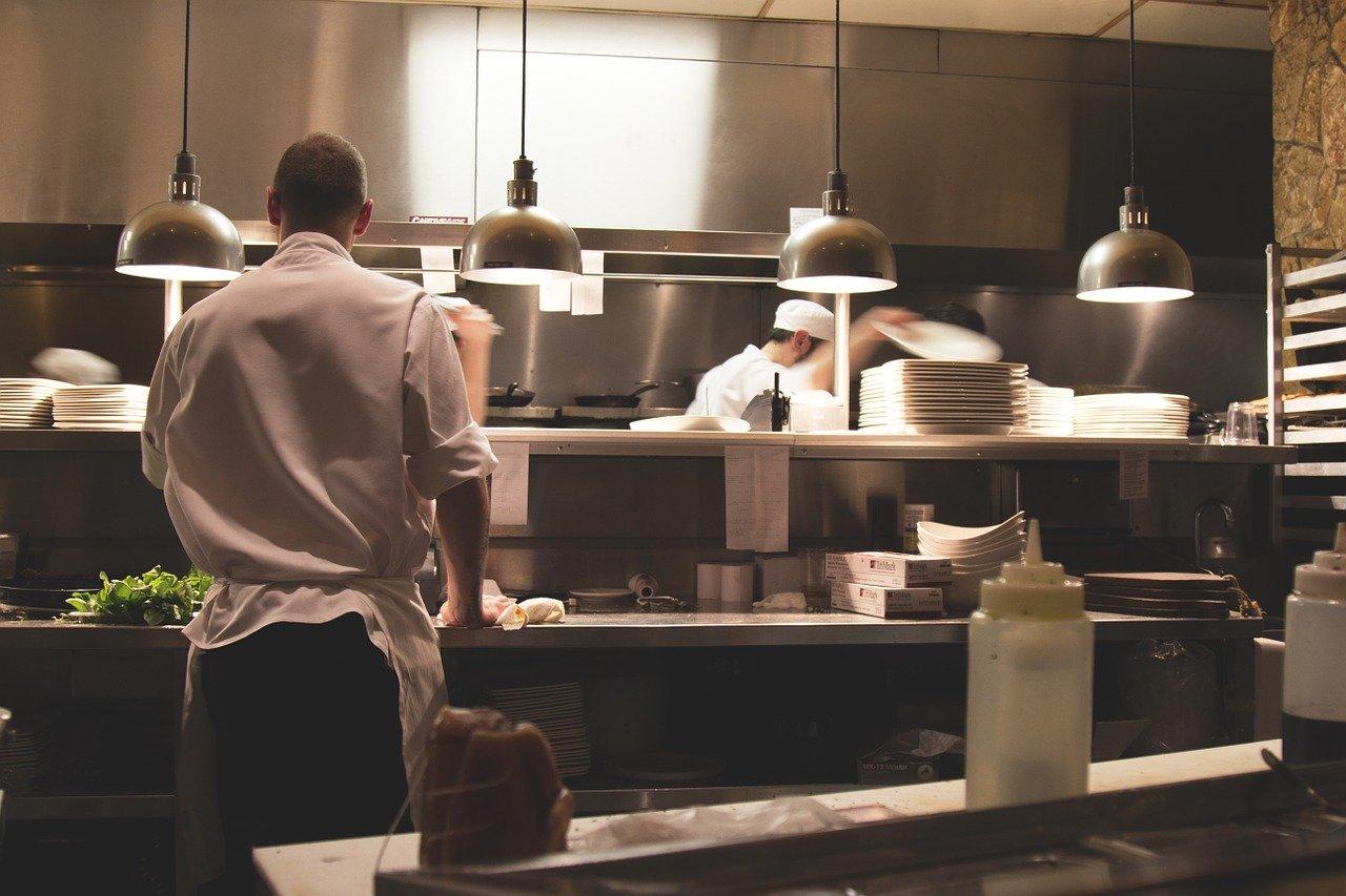 ¿Cómo climatizar la cocina de un restaurante?